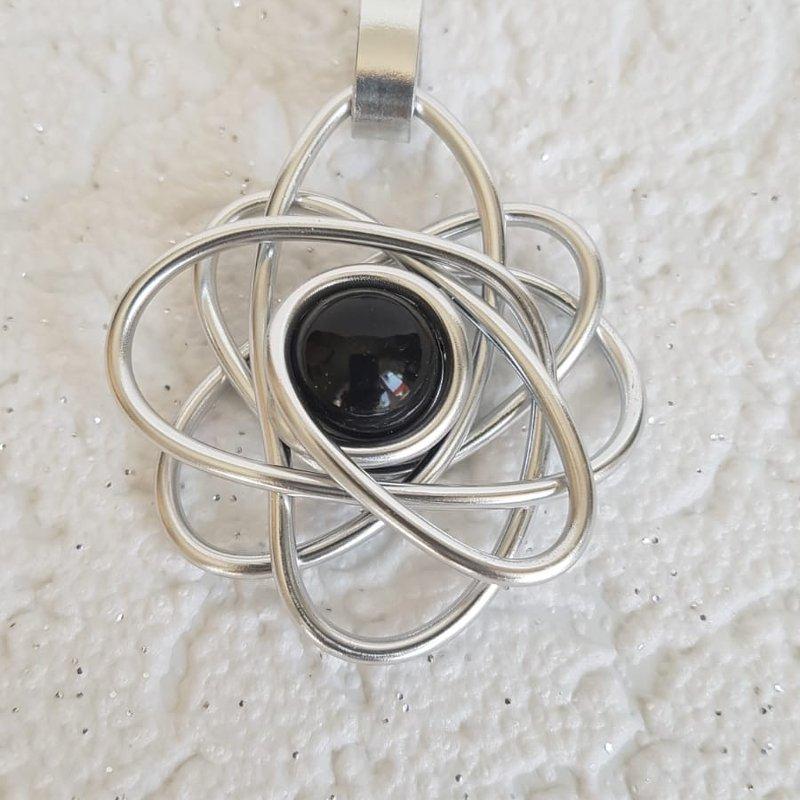 Kettenanhänger Blume in silber mit schwarzer Perle - beautiful
